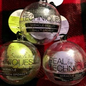 Real Techniques holiday beauty sponges